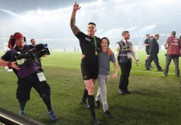 Un jeune fan voulait un câlin de Sonny Bill Williams