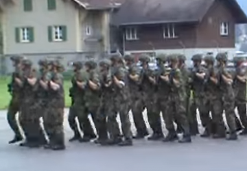 Ces soldats reprennent à merveille We Will Rock You de Queen